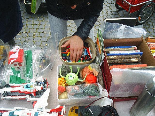 """Bild: """"Flohmarkt Riegerplatz"""" von Joachim S. Müller. Lizenz: CC BY-NC-SA 2.0"""