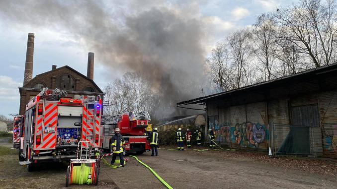 Brand an Lagerhalle in Essen-Horst